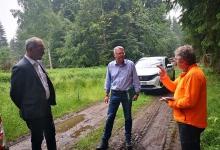 Revierleiter im Privat- und Kommunalwaldrevier Annaberg, Herr Schlupeck, Geschäftsführer Mario Ebert und unser Projektkoordinator Jens Luge