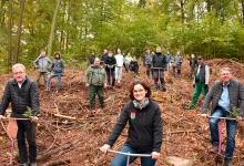 Gruppenfoto der fleißigen Azubis mit den beiden GF der Zimpel & Franke Gruppe und der Bürgermeisterin von Kirchberg