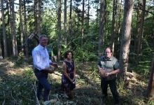 """Wir freuten uns ganz besonders, Kirchbergs Bürgermeisterin Dorothee Obst an unserer Seite zu haben. Sie wollte sich auf den aktuellen Stand unserer Aktion """"Ein Auto – ein neuer Baum"""" bringen lassen und zeigte sich begeistert von unserem Vorhaben und unserem Engagement."""